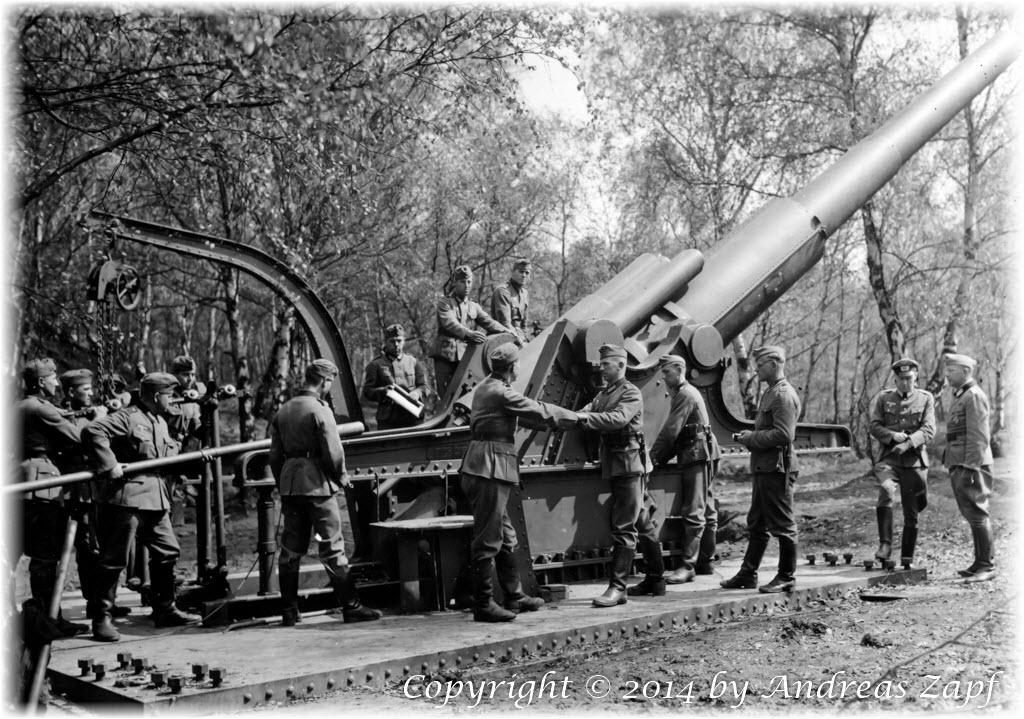 1940-04 - Gun Excercise